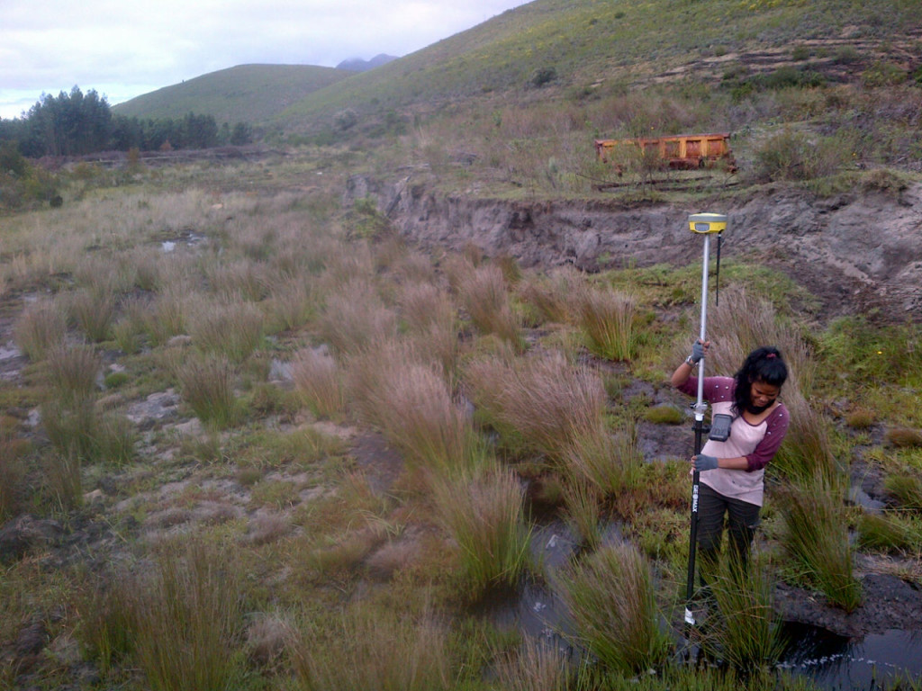 Afeefah Williams conducting a topographic survey of The Kromme wetland at the Krugersland Farm.